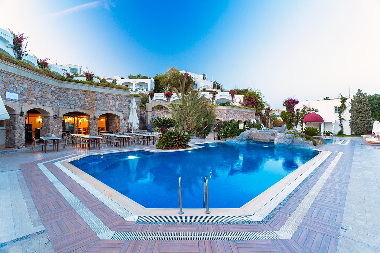 Muğla'nın Bodrum ilçesinde yer alan 5 yıldızlı otel Royal Asarlık Beach Hotel'in profesyonel reklam ve tanıtım fotoğraflarını gerçekleştirdik.